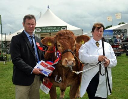 Supreme Champion Foxhillfarm Grace with Melanie Alford & Chris Pennie